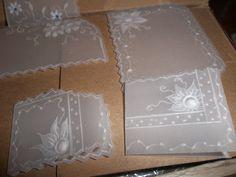 Tarjetas en pergamino reciclado.