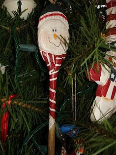 Wooden Spoon Snowman//for my cooking christmas tree Spoon Ornaments, Diy Christmas Ornaments, Christmas Snowman, Christmas Projects, Holiday Crafts, Christmas Decorations, Christmas Ideas, Holiday Fun, Holiday Ideas