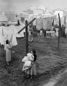 """""""#flashbackfriday Residents in Millers Point, #Sydney hang out washing. 2 May 1955 PHOTO: Fairfax Archives #FBF"""""""