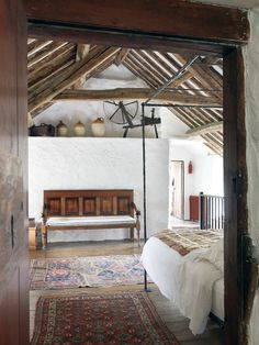 15 Chill Ass bedrooms that you want to sleep through your alarm clock - Bedroom Decoration Home Bedroom, Bedroom Decor, Winter Bedroom, Boho Home, Exposed Beams, Design Case, Design Design, Design Ideas, Rustic Interiors