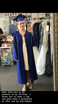 Find images and videos about riverdale and lili reinhart on We Heart It - the app to get lost in what you love. Betty Cooper Riverdale, Riverdale Betty, Bughead Riverdale, Riverdale Funny, Riverdale Memes, Lili Reinhart And Cole Sprouse, Riverdale Cole Sprouse, Riverdale Characters, Cap And Gown