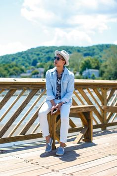 how to wear white jeans men street style