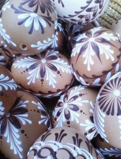 45 Next-Level Easter Eggs Decoration Ideas and Projects - Hercottage Making Easter Eggs, Easter Egg Crafts, Panda Decorations, Easter Specials, Egg Carton Crafts, Easter Egg Designs, Spring Projects, Egg Art, Easter Holidays