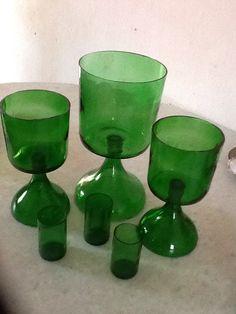 Taças feita de garrafao e garrafas de cerveja