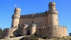 Diez castillos visitables en España Gothic Castle, Medieval Castle, Castle Ruins, Castle House, Mendoza, Real Castles, Medieval Fortress, Europe, Amazing Buildings