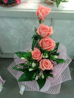 Best 10 This would make pretty centerpieces with a hydrangea on the bottom and the roses standing up… – SkillOfKing. Creative Flower Arrangements, Flower Arrangement Designs, Church Flower Arrangements, Rose Arrangements, Church Flowers, Beautiful Flower Arrangements, Flower Designs, Beautiful Flowers, Deco Floral