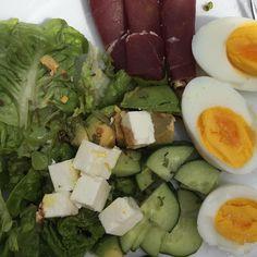 Salat med fetaost avokado egg og fenalår