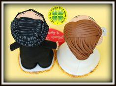 Hoy os mostramos unos fofuchos novios personalizados que hemos hecho para poner en una tarta de gominolas preciosísima que han hecho las chicas de Belros Ferrol