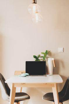 """Trier son dressing, son tiroir à couverts, sa paperasse, c'est bien et toujours utile ! Mais il est des """"lieux"""" dans lesquels on entasse sans compter et qu'on néglige souvent de trier, d'organiser et de vider de temps à autre : son ordinateur / sa tablette et son téléphone portable. Ce n'est pas parce qu'on…"""