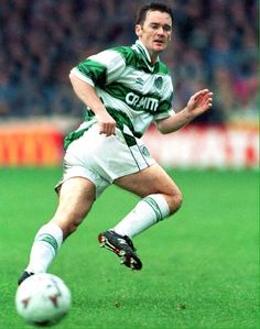 Andy Walker - Celtic FC - League appearances for The Hoops. Celtic Pride, Celtic Fc, European Cup, Sport Man, One Team, Back In The Day, Glasgow, Running, Sports