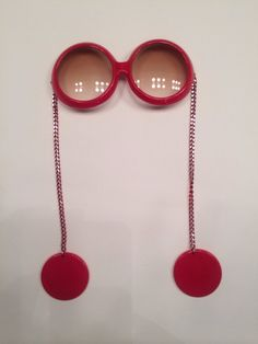 7a56251a1d Mod swinging 60s red sunglasses with earrings Red Sunglasses