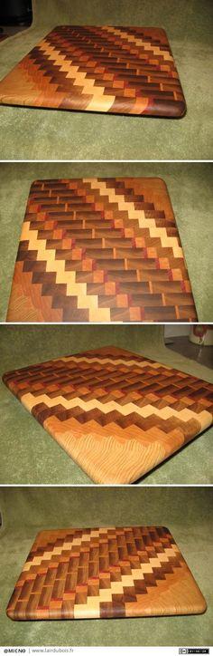 Planche à découper en bois massif fais en diagonale sur les champs et recouper en travers et virer en bois de bout.  les mesures 15 x 14 x 7/8