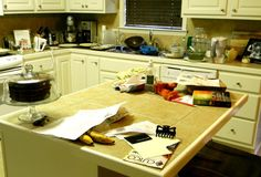 Before I teach you how to make white lasagna, I feel the need to come clean to you about something. My kitchen looks like the scene of a tragic farming accident. Lasagna Pan, Chicken Lasagna, Lasagna Soup, No Noodle Lasagna, Cheesy Chicken, Lasagna Noodles, Portuguese Recipes, Italian Recipes, Portuguese Food