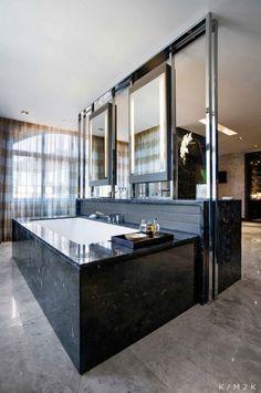 offenes badezimmer badewanne schwarzer marmor