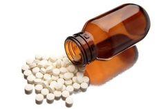 1. Универсальное средство – парацетамол (7 рублей). Это самое популярное лекарственное средство в мире. На его основе выпущено несколько десятков лекарств (Панадол, Эффералган). Парацетамол оказывает обезболивающий эффект (головная и зубная боль), жаропонижающий и незначительный противовоспалительный. В определенных дозировках считается безопасным для детей. Нельзя принимать людям с больной печенью. Ибупрофен (10 рублей) обладает лучшим обезболивающим эффектом, […]