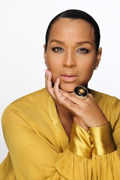 There is much you can say about LisaRaye. You can say that she always looks good – because she does – when she steps out on the red carpet and at galas globally. From her hair, to her shoes, this star, style diva has what it takes to move forward in the entertainment world of television, film and beyond.