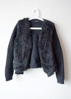 czarna bluza sweter futerko