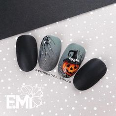 ▷ 1001 + ideas for awesome and spooky halloween nails 107 Holiday Nail Designs, Holiday Nail Art, Halloween Nail Designs, Fall Nail Art, Toe Nail Designs, Halloween Halloween, Cute Halloween Nails, Holloween Nails, Halloween Acrylic Nails