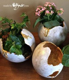 Make your DIY monster eggs out of concrete with balloons and RapidSet Cement as planters or containers. Everyone is so unique., DIY Concrete Monster Eggs that can easily be poured with Balloons and Rapidset Cement. Every egg is unique Concrete Bowl, Concrete Garden, Poured Concrete, Garden Crafts, Garden Art, Diy Crafts, Easy Garden, Garden Paths, Decor Crafts