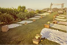 You would have to be really comfortable with your guests to pull of this pick-nick style wedding