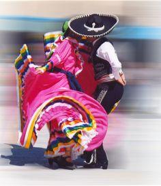El Jarabe Tapatío, un clásico de nuestro país. | BestDay.com.mx #vacaciones #tradición #México
