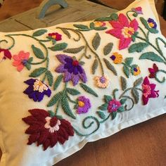 Cushion Embroidery, Crewel Embroidery, Hand Embroidery Designs, Embroidery Patterns, Diy And Crafts, Arts And Crafts, Mexican Embroidery, Punch Needle, Handicraft