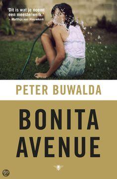 Bonita Avenue (Peter Buwalda) -- Joni Sigerius, de stiefdochter van de rector magnificus van de Twentse universiteit, drijft samen met haar vriend Aaron een handeltje dat ze maar liever voor haar krachtige en briljante vader verborgen houdt. Het is in het jaar van de vuurwerkramp dat ook in het gezin de boel explodeert. Niet alleen lopen Joni en Aaron tegen de lamp, het is ook de zomer dat de enige en echte zoon van Sigerius vrijkomt uit de Scheveninger strafgevangenis.