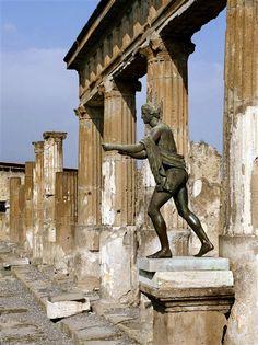 Ruines du Temple d'Apollon, Pompéi, Italie. Naples Campania www.versionvoyages.fr