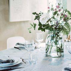 Flores diretamente do jardim para o centro (de atenção) da vossa mesa. Ikea Portugal, Table Settings, Table Decorations, Kitchen, Furniture, Home Decor, Clear Glass, Recycling, Dining