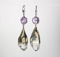 Große Ohrringe aus  Gold, Silber, Bergkristall und Amethyst Gold Silber, Drop Earrings, Jewelry, Fashion, Big Earrings, Gemstones, Handmade Jewelry, Crystals, Handarbeit