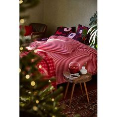 Marimekko Tasaraita duvet cover, Unikko cushion covers and pillowcases, Räsymatto throw and Oiva teapot. Best Bedding Sets, Luxury Bedding Sets, Black Bed Linen, Natural Bedding, Textiles, Luxury Bedding Collections, Noel Christmas, Christmas Design, Xmas