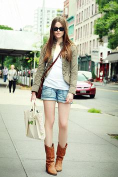 Street Chic: New York - Street Chic Looks Street Chic, Street Style, Street Fashion, Fall Outfits, Summer Outfits, Summer Jacket, Summer Shorts, Boating Outfit, Fashion Catalogue