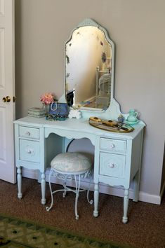 I am on a hunt to find a makeup vanity like this one. Love it!