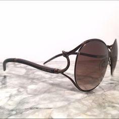 Roberto cavalli sunglasses Super chic retro style sunglasses by Roberto cavalli. Love the signature snake details! Some scratching as shown but may be able to be repaired or simply replaced. Price reflects wear. Made in Italy. Roberto Cavalli Accessories Sunglasses