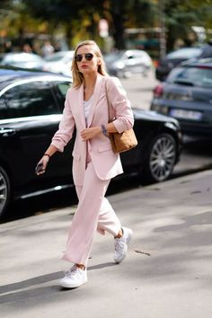 We round-up 11 styling hacks to steal from the street style stars at New York, Paris, London and Milan fashion week spring summer Fashion Week, Star Fashion, Look Fashion, Autumn Fashion, Fashion Outfits, Fashion Tips, Fashion Trends, Fashion Essentials, Stylish Outfits