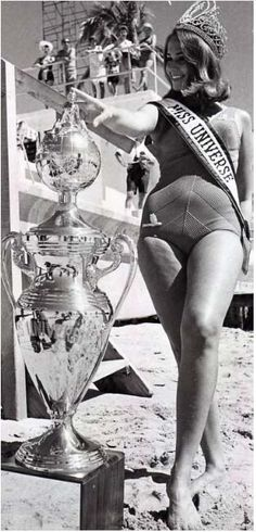 Miss Universo 1967 - Sylvia Louise Hitchcok - USA