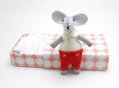 Matchbox doll miniature felt mouse white red by atelierpompadour, €19.00