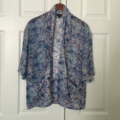 Beautiful floral blouse Mossimo Mossimo Supply Co Tops Blouses