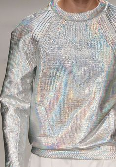 THOUGHT - METALLIC threaded sweatshirt, in the same body we offer? wgsn: Iridescent silver sweatshirt at the Juun.J today Fashion Week, High Fashion, Womens Fashion, Fashion Trends, Modest Fashion, Holographic Fashion, Holographic Paint, Iridescent Fashion, Mode Collage
