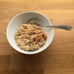Havregrøt med kanel Always Hungry, Oatmeal, Yummy Food, Breakfast, The Oatmeal, Morning Coffee, Delicious Food, Rolled Oats, Good Food