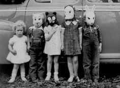 Vintage Costumes - Check out these 25 creepy, odd, and awesome vintage Halloween photos. Retro Halloween, Halloween Fotos, Vintage Halloween Photos, Halloween Pictures, Creepy Halloween, Halloween Masks, Halloween Kids, Halloween Decorations, Halloween Clothes