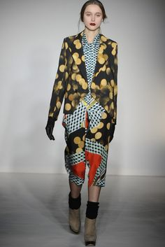 There was an artsy, intellectual feel to the collection, inspired by Henri Matisse's paper collages. Fall Fashion Trends, Fashion Show, Autumn Fashion, Paper Collages, Check Printing, Henri Matisse, Mixing Prints, Catwalk, Ready To Wear