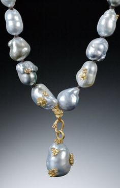 Vibes necklace with baroque pearls and 18-karat gold accents