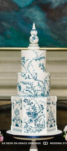 Chinoiserie pattern cake in fondant