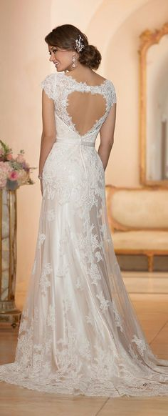 Vestido de noiva para inspiração! Esse é da Stella York Spring 2015 Bridal Collection - Belle the Magazine .