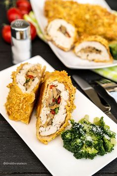 Rulada din piept de pui umplutacu ciuperci poate fi servita atat pe post de aperitiv, dar poate fi si felul principal de mancare daca esteinsotita de o garnitura de legume. Pieptul de pui este destul de fad, dar insotit de legume rezulatul va fi cu siguranta pe placul nostru. INGREDIENTE: (pentru 4 persoane) 2 buc.... View Article Brunch, Romanian Food, Cooking Recipes, Healthy Recipes, Toddler Meals, Food To Make, Chicken Recipes, Clean Eating, Food And Drink