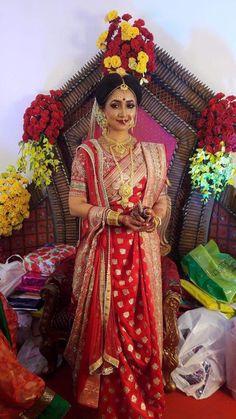 Fashion trends bengali wedding saree, open hairstyles indian wedding saree, wedding saree in Bengali Saree, Bengali Bride, Bengali Wedding, Hindu Bride, Wedding Sari, Desi Wedding, Wedding Looks, Maroon Wedding, Tamil Wedding