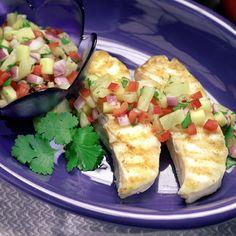 Esta receta es un delicioso platillo de salsa de piña y mango sobre halibut a la parrilla. Disfruta de este delicioso plato gourmet para una comida, o cena familiar o de amigos y sorprendelos a todos con estos deliciosos sabores y exquisita creación.