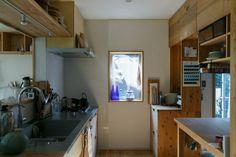 料理好きの有子さんの要望で、広々とつくったキッチン。キッチンカウンターや収納は、大工さんと建具屋さんの力作。