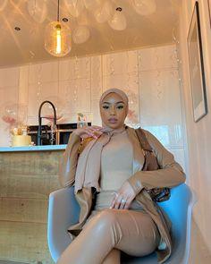 Modest Fashion Hijab, Modern Hijab Fashion, Modesty Fashion, Hijab Fashion Inspiration, Muslim Fashion, High Fashion, Nude Outfits, Fashion Outfits, Mode Turban